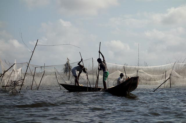 oguta_lake_fishermens_on_a_boat