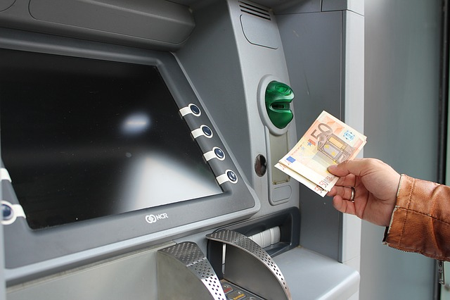 site pay payoneer withdrawing money from atm