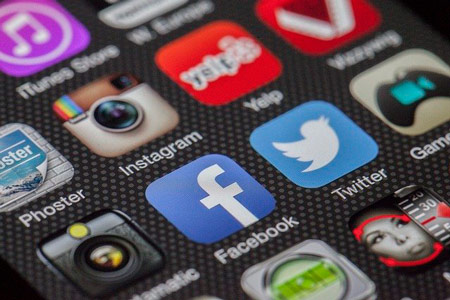App's icons of Instagram, Facebook, Twitter. There is an instagram app to start a business