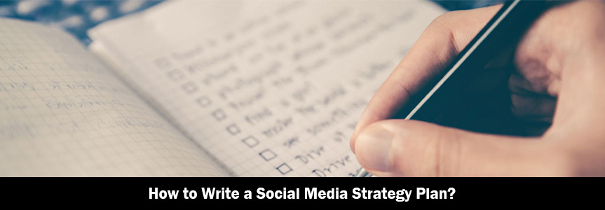 a men writing a list for social media strategy plan on his notepad