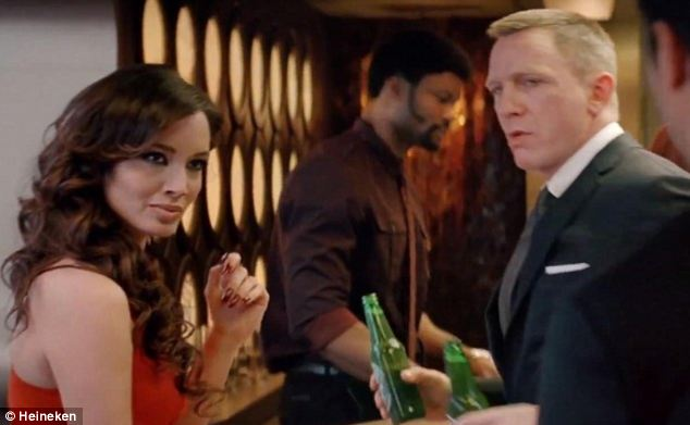 James Bond with a beautiful woman and with two bottles of beer as a good product placement example